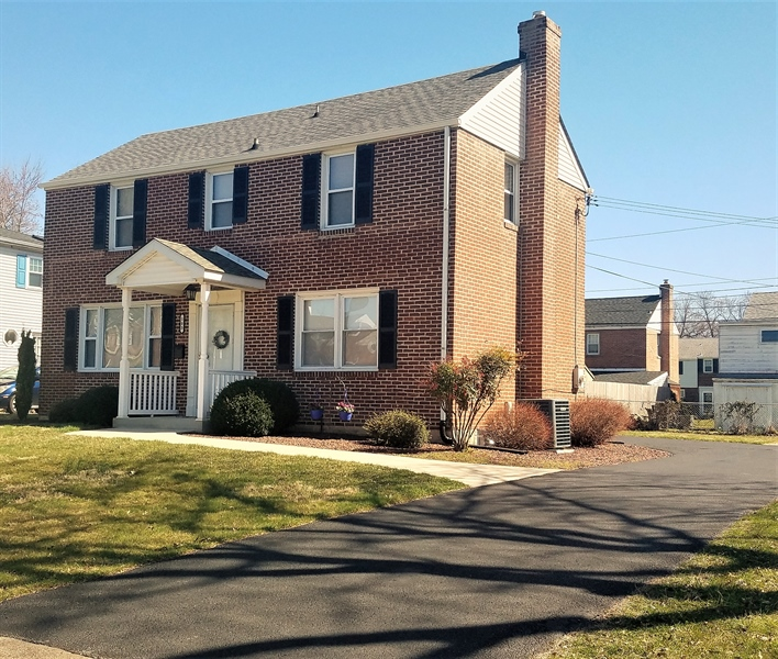 Real Estate Photography - 103 Sandra Rd, Wilmington, DE, 19803 - Front View
