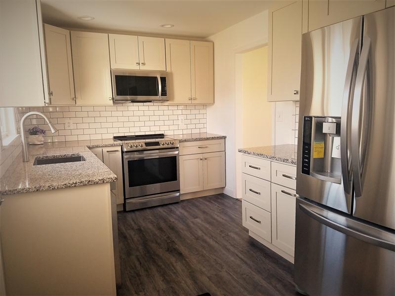 Real Estate Photography - 103 Sandra Rd, Wilmington, DE, 19803 - New Custom Kitchen offers granite counter tops