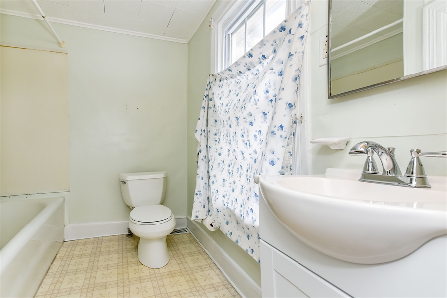 Real Estate Photography - 176 Main St, Warwick, MD, 21912 - Bath on 2nd floor