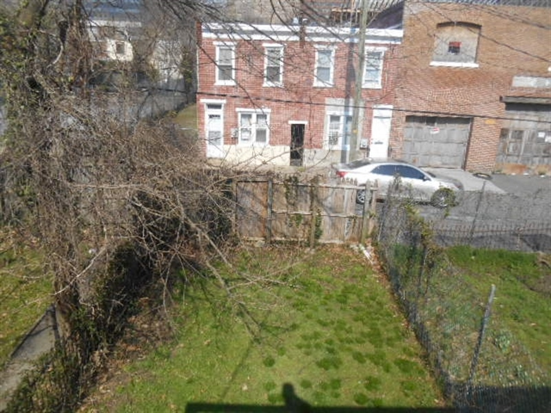 Real Estate Photography - 917 N Lombard St, Wilmington, DE, 19801 - Rear Yard
