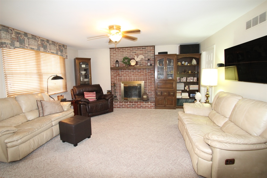 Real Estate Photography - 131 W Mill Station Dr, Newark, DE, 19711 - Family Room