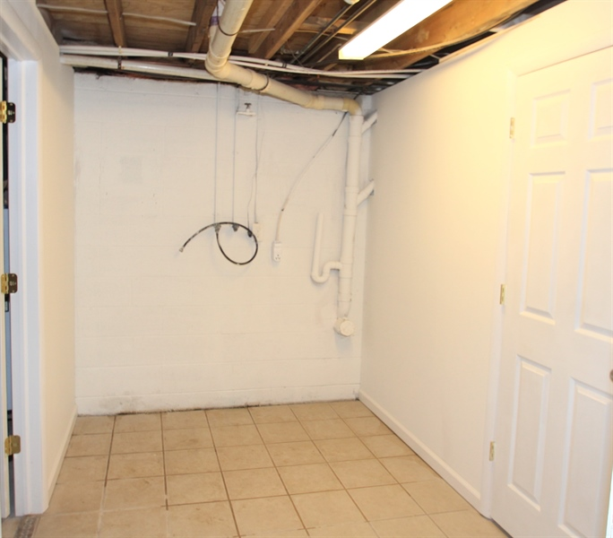 Real Estate Photography - 681 Augustine Herman Hwy, Elkton, MD, 21921 - Laundry Room