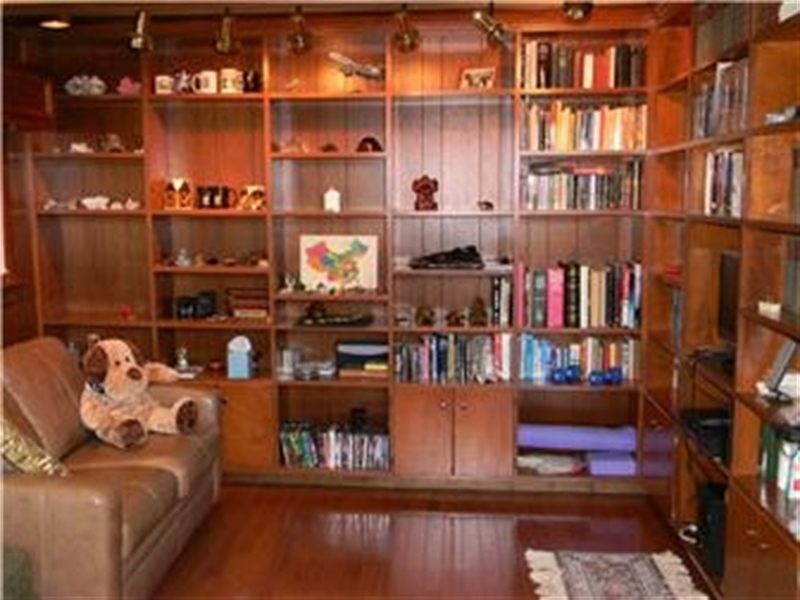 Real Estate Photography - 25 N Rosemont Cir, Elkton, MD, 21921 - LIBRARY built-in shelving
