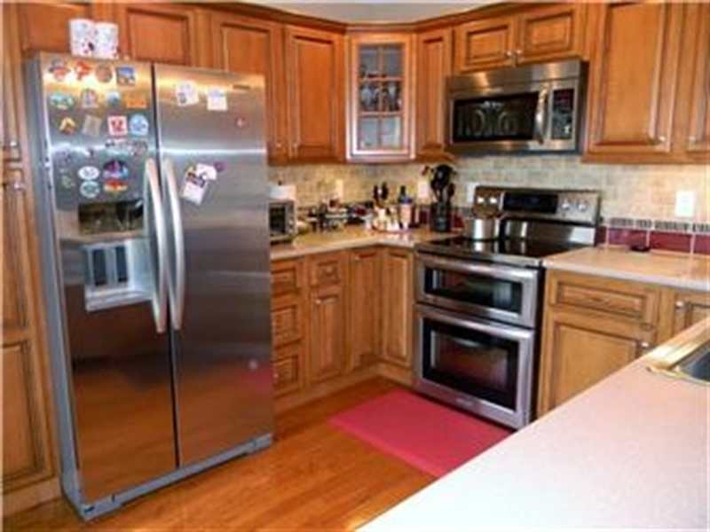 Real Estate Photography - 25 N Rosemont Cir, Elkton, MD, 21921 - KITCHEN UPGRADED STAINLESS APPLIANCES