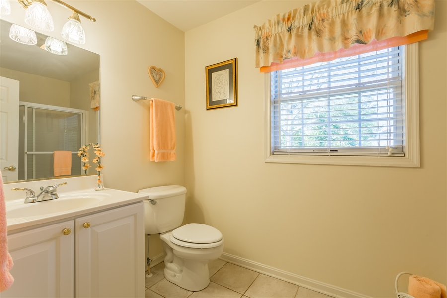 Real Estate Photography - 32492 Mariners Way, Millsboro, DE, 19966 - Upstairs full bath tub/shower combo