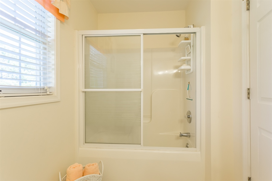 Real Estate Photography - 32492 Mariners Way, Millsboro, DE, 19966 - Shower/tub combo upstairs bathroom