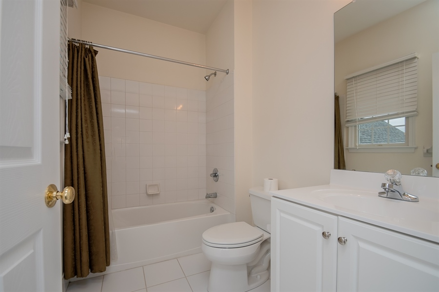 Real Estate Photography - 420 Nattull Dr, Bear, DE, 19701 - Guest Suite Full Bath