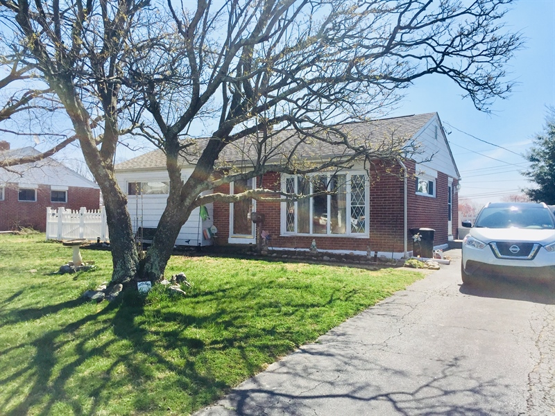 Real Estate Photography - 2161 Bent Lane, Aston, DE, 19014 - Location 2