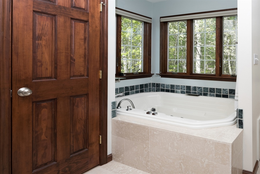 Real Estate Photography - 72 Woodholme Way, Elkton, MD, 21921 - JACUZZI TUB