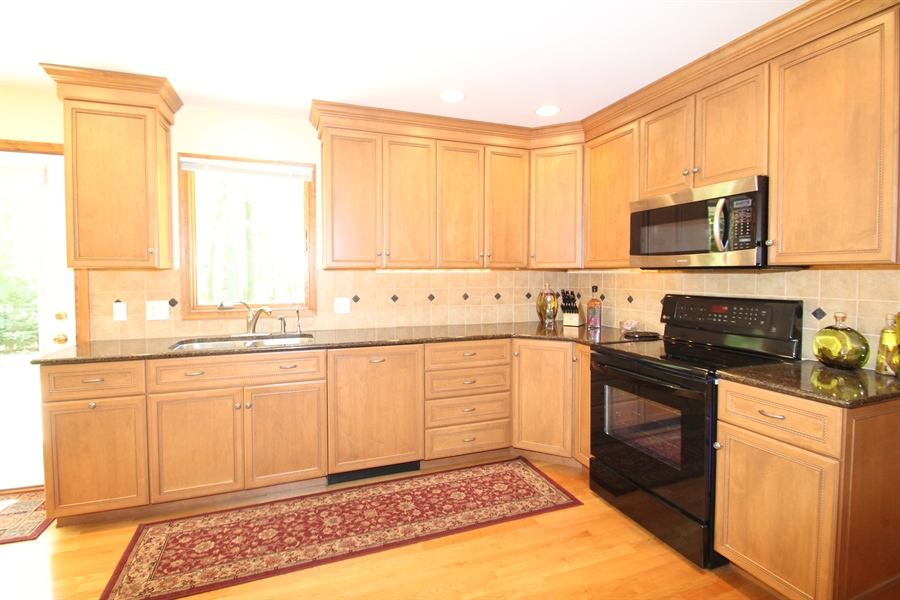 Real Estate Photography - 68 Stardust Dr, Newark, DE, 19702 - Kitchen