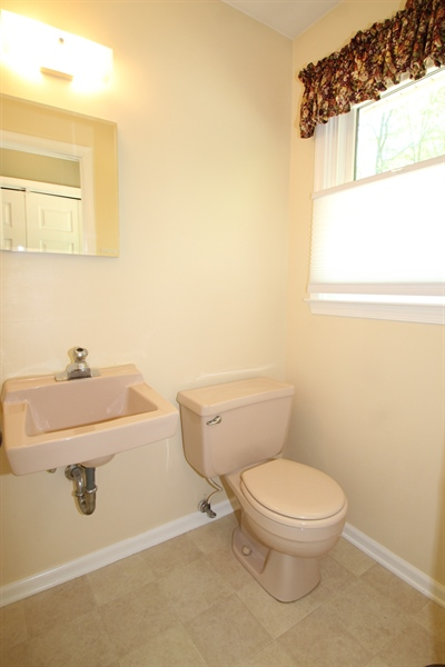 Real Estate Photography - 68 Stardust Dr, Newark, DE, 19702 - Powder Room
