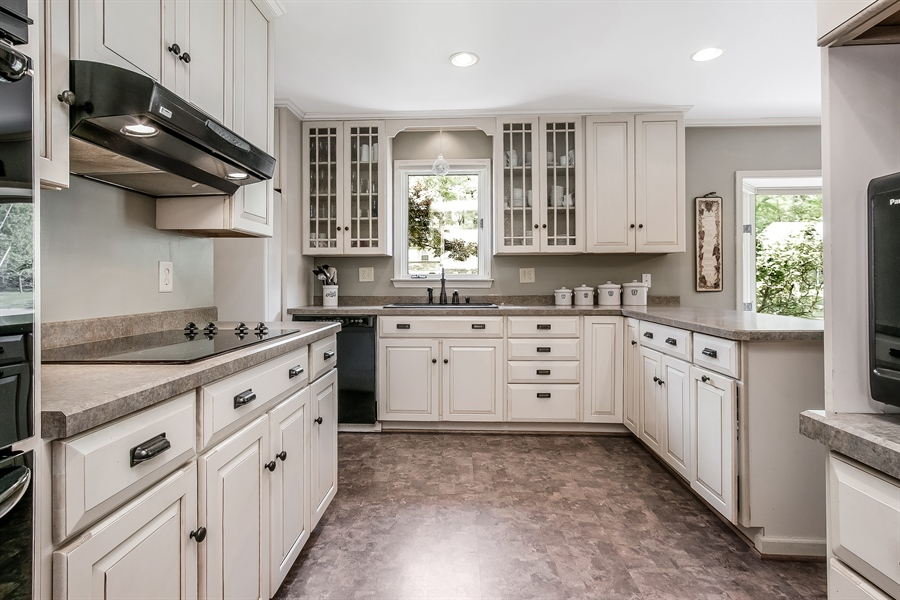 Real Estate Photography - 220 Stonecrop Rd, Wilmington, DE, 19810 - Sunny, Updated Kitchen...So Nice!