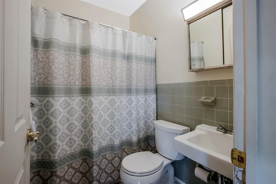 Real Estate Photography - 220 Stonecrop Rd, Wilmington, DE, 19810 - Third Bath Next to Fourth Bedroom