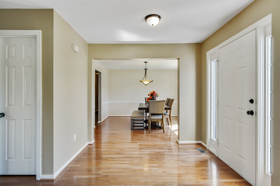 Real Estate Photography - 104 Yorkshire Ct, Middletown, DE, 19709 - Beautiful entry foyer