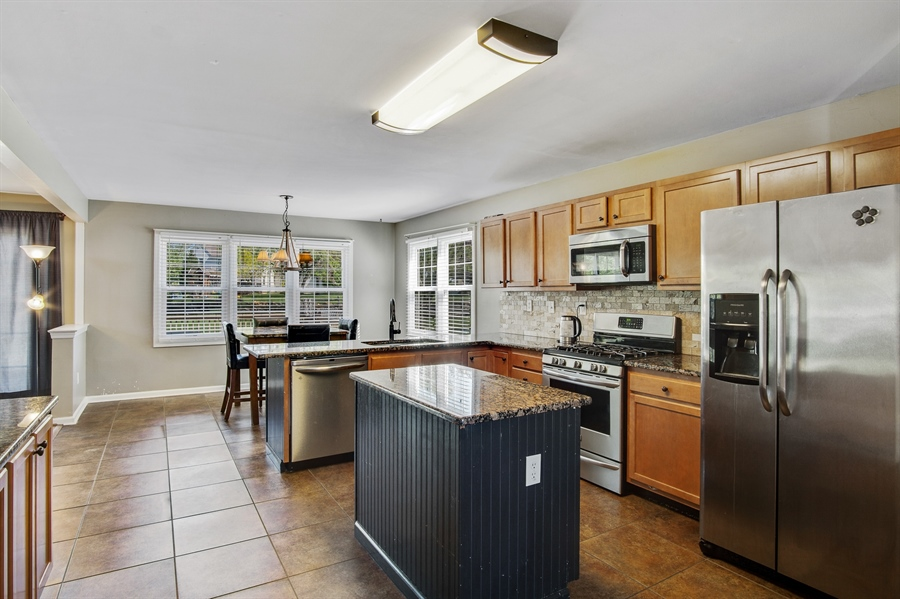Real Estate Photography - 104 Yorkshire Ct, Middletown, DE, 19709 - Spacious kitchen with granite & center island