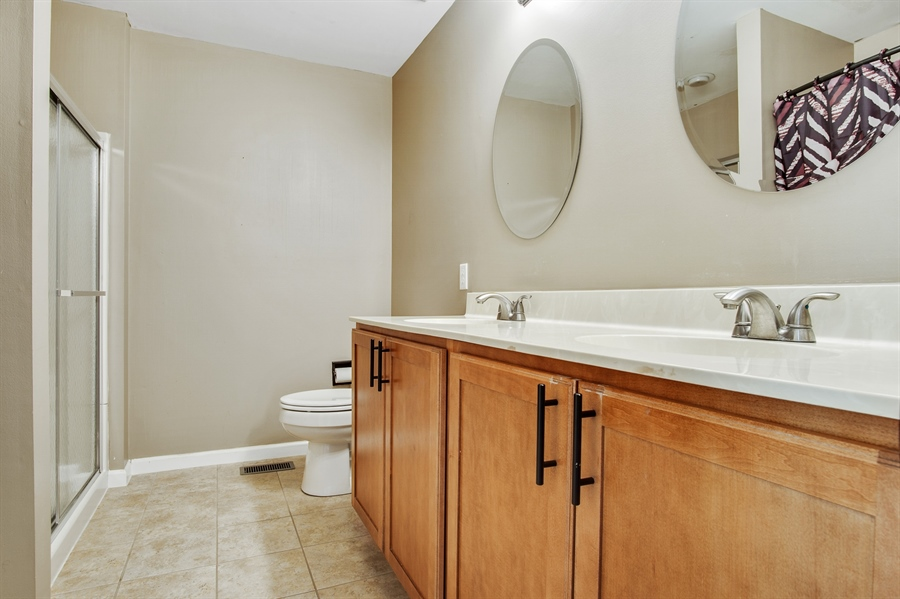 Real Estate Photography - 104 Yorkshire Ct, Middletown, DE, 19709 - Hall bath with tub & shower
