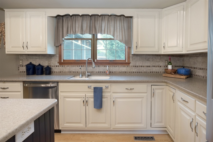 Real Estate Photography - 40 Middlecroft Rd, Elkton, MD, 21921 - DOUBLE WINDOW OVER THE SINK