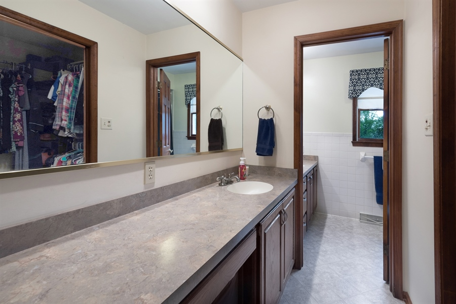 Real Estate Photography - 40 Middlecroft Rd, Elkton, MD, 21921 - DUAL SINK THRU THE NEXT ENTRANCE