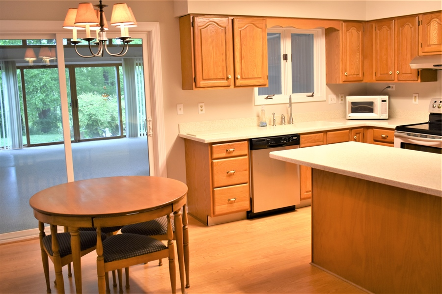 Real Estate Photography - 121 Brandywine Dr, Dover, DE, 19904 - Spacious,eat-in kitchen
