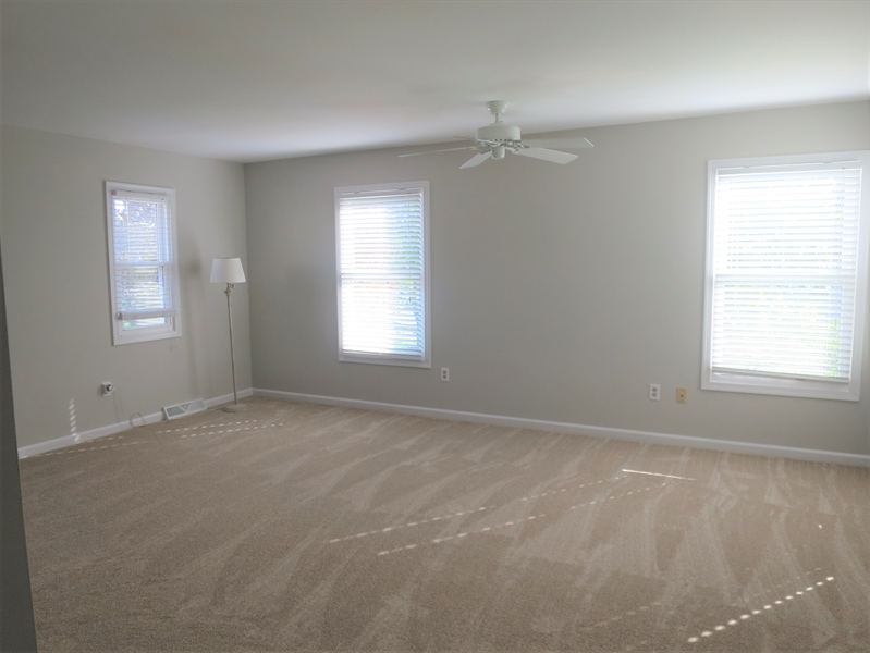 Real Estate Photography - 121 Brandywine Dr, Dover, DE, 19904 - Light and bright master bedroom