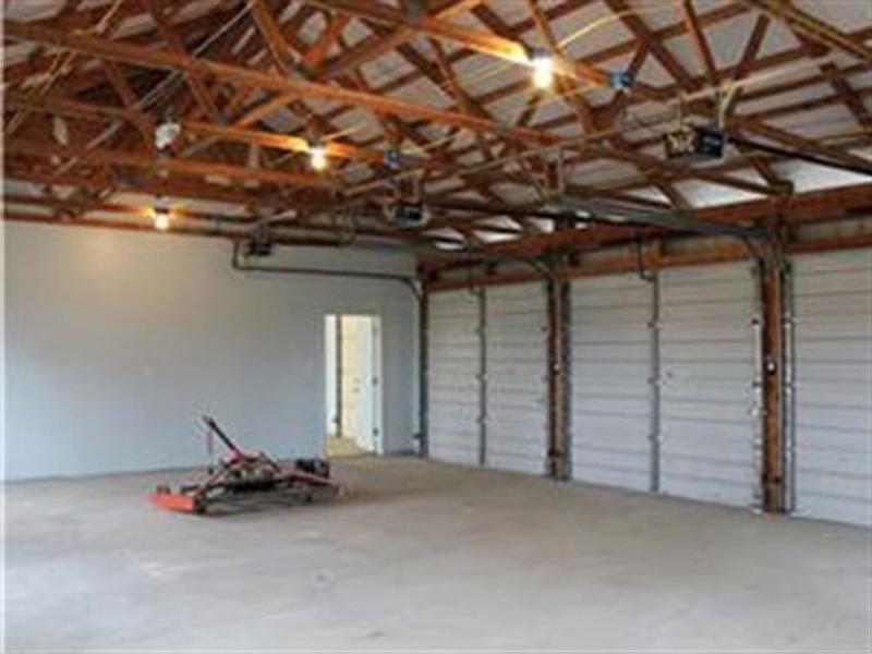 Real Estate Photography - 955 Vance Neck Rd, Middletown, DE, 19709 - 3 Bay Garage in complex