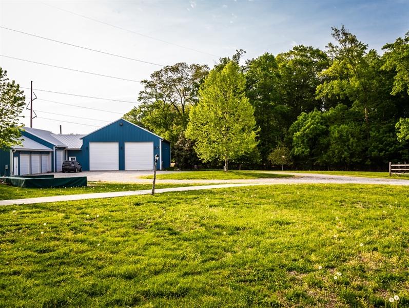 Real Estate Photography - 955 Vance Neck Rd, Middletown, DE, 19709 - Garage complex & rear yard