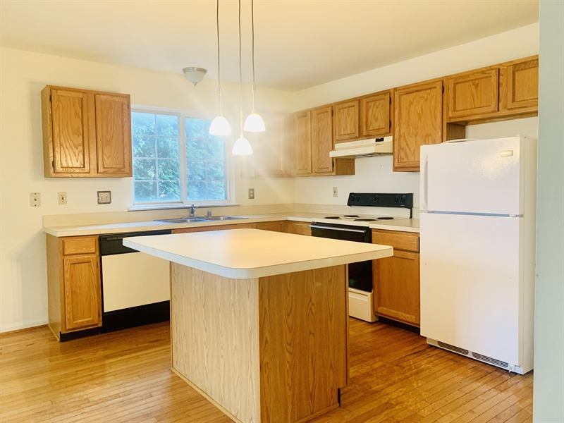 Real Estate Photography - 13 Creek Ln, Newark, DE, 19702 - Spacious Kitchen