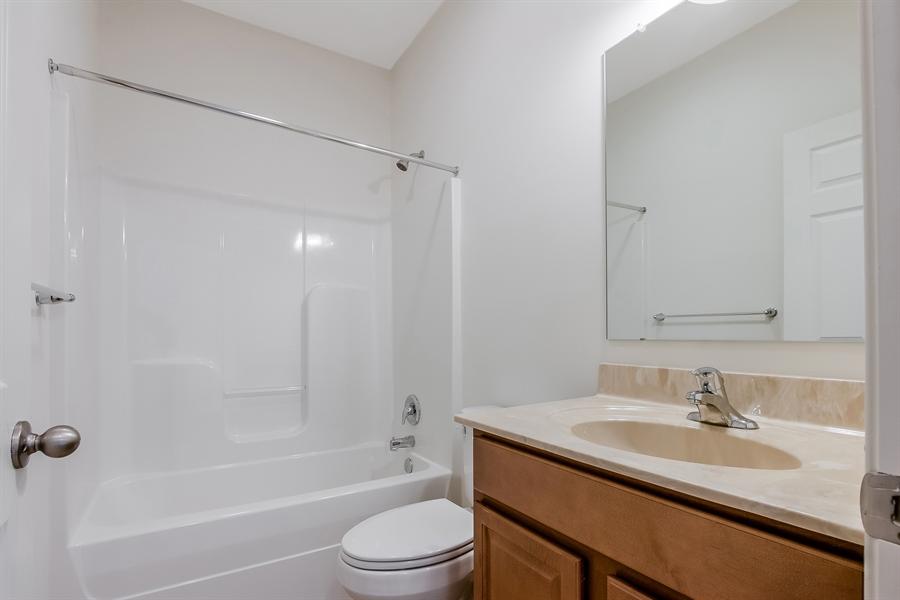 Real Estate Photography - 15 Fountainview Dr, Newark, DE, 19713 - Main Bathroom