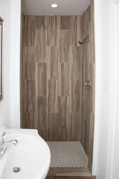 Real Estate Photography - 9 Brookland Ave, Wilmington, DE, 19805 - Hall bath with tiled stall shower!