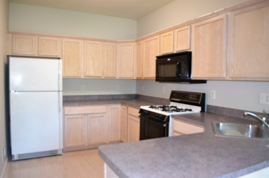 Real Estate Photography - 2208 Braken Ave, Wilmington, DE, 19808 - Kitchen with Gas Cooking