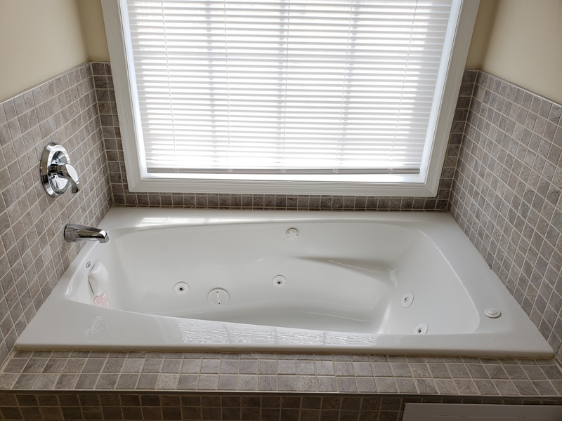 Real Estate Photography - 81 Goshawk Ln, Camden Wyoming, DE, 19934 - Brand new whirlpool tub