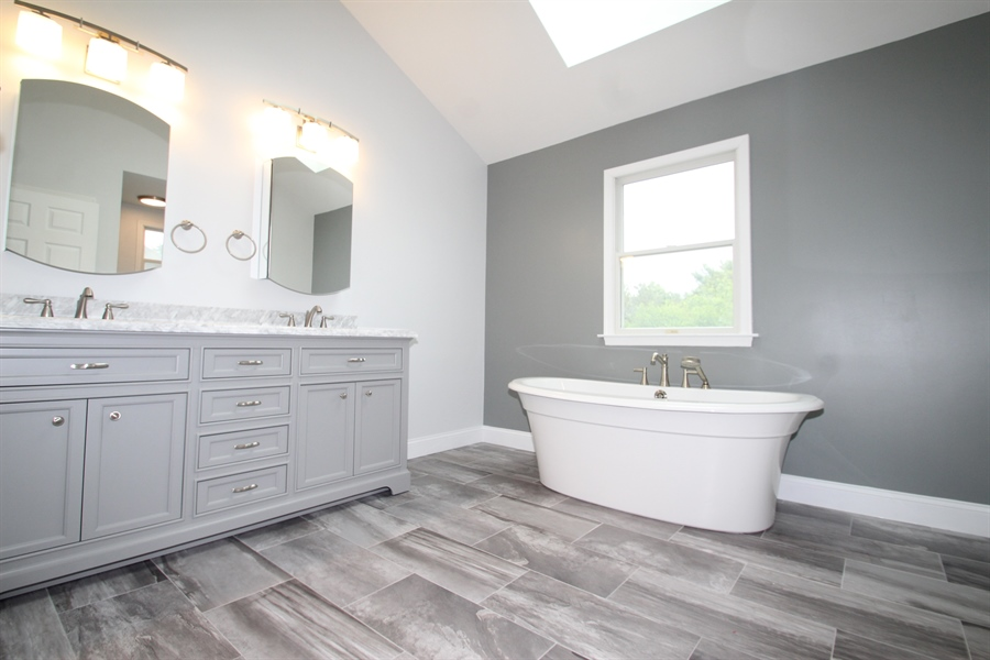 Real Estate Photography - 22 E Periwinkle Ln, Newark, DE, 19711 - Master Bath
