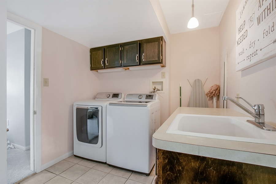 Real Estate Photography - 2040 Floral Dr, Wilmington, DE, 19810 - Laundry Room