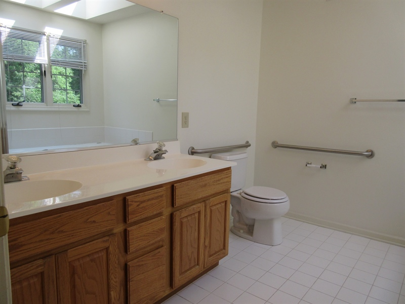 Real Estate Photography - 318 S Village Ln, Chadds Ford, PA, 19317 - Master bath