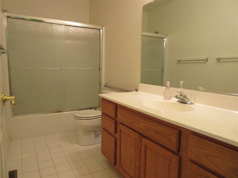Real Estate Photography - 318 S Village Ln, Chadds Ford, PA, 19317 - Hall full bath