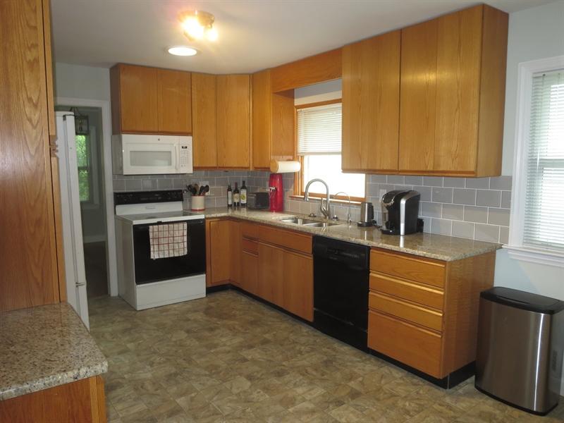 Real Estate Photography - 228 Beverly Rd, Newark, DE, 19711 - Kitchen