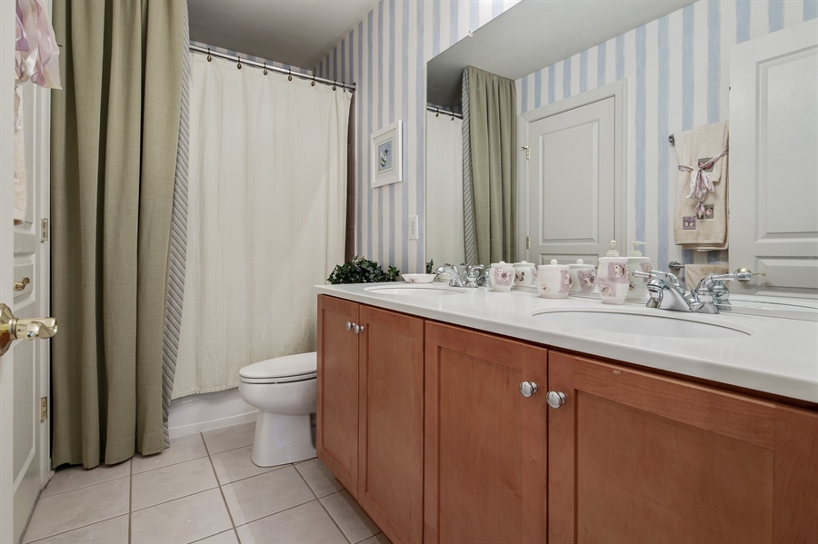 Real Estate Photography - 39 Hempstead Dr, Newark, DE, 19702 - Full Hall Bath