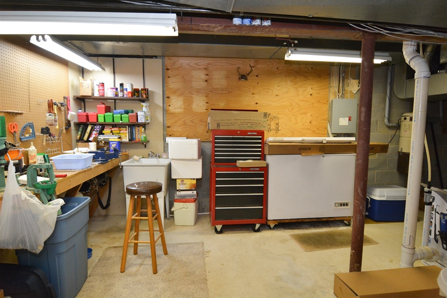 Real Estate Photography - 5 Forest Creek Ln, Wilmington, DE, 19809 - Workbench/utility room
