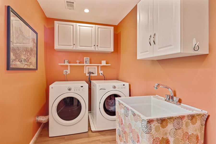 Real Estate Photography - 1921 Hickory Hill Rd, Chadds Ford, PA, 19317 - Second floor laundry room