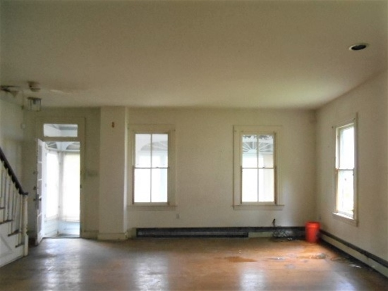 Real Estate Photography - 403 W 29th St, Wilmington, DE, 19802 - Living Room