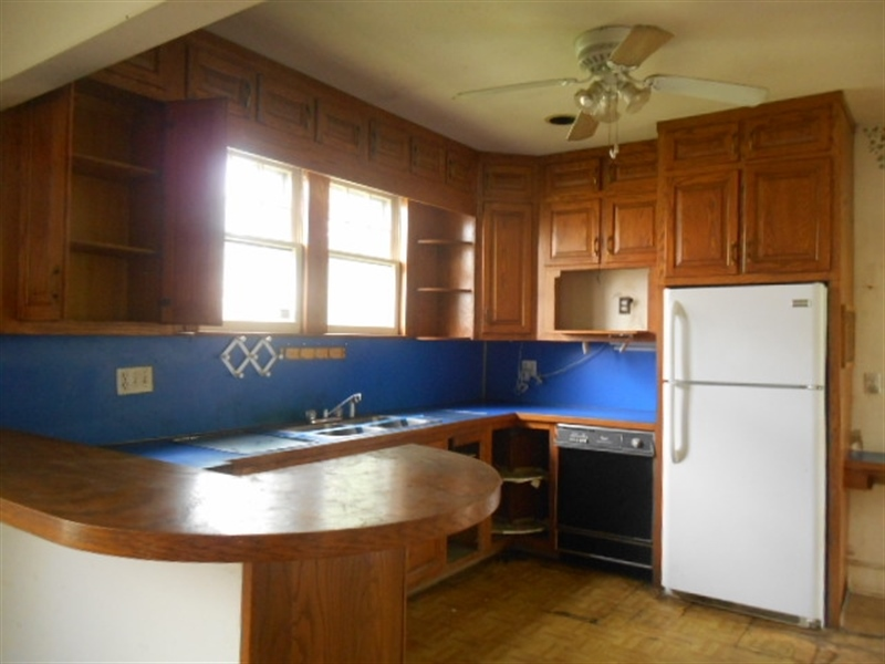 Real Estate Photography - 403 W 29th St, Wilmington, DE, 19802 - Kitchen