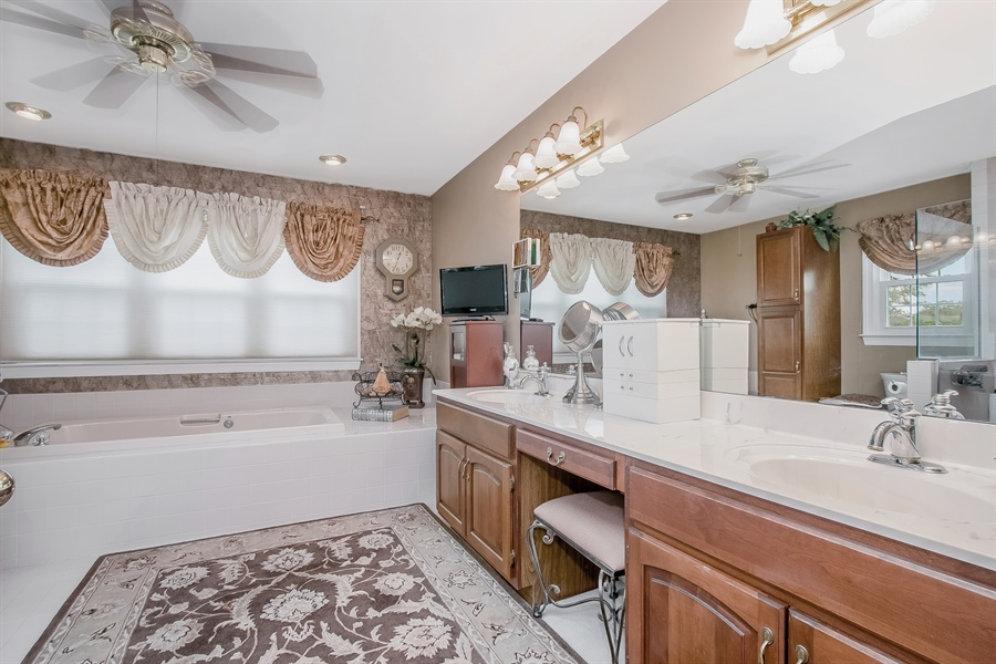 Real Estate Photography - 7 Bayberry Close, Newark, DE, 19711 - Relax In The Spa-Like Master Bath