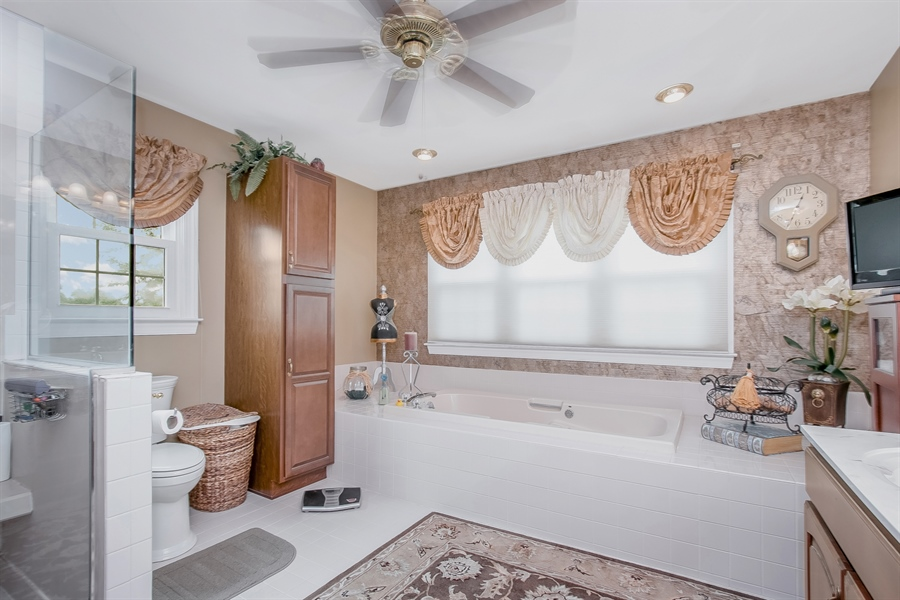 Real Estate Photography - 7 Bayberry Close, Newark, DE, 19711 - Soak In The Jacuzzi Tub