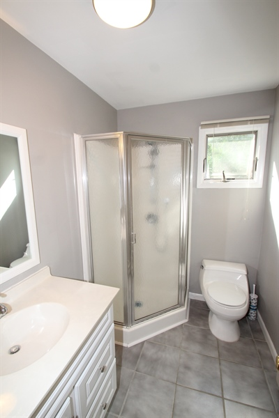 Real Estate Photography - 3 S Dillwyn Rd, Newark, DE, 19711 - Studio Full Bath