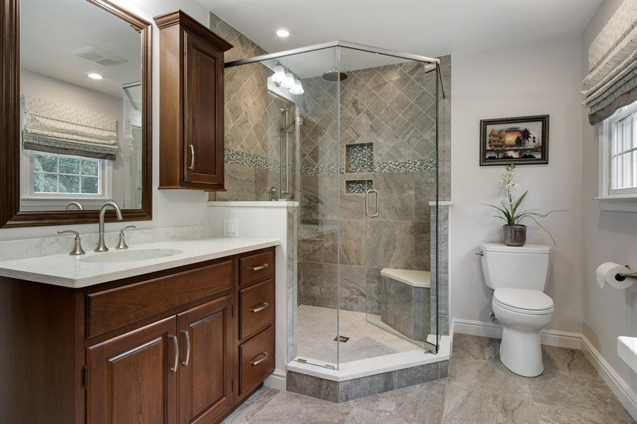 Real Estate Photography - 134 Country Flower Rd, Newark, DE, 19711 - New Luxury Master Bath