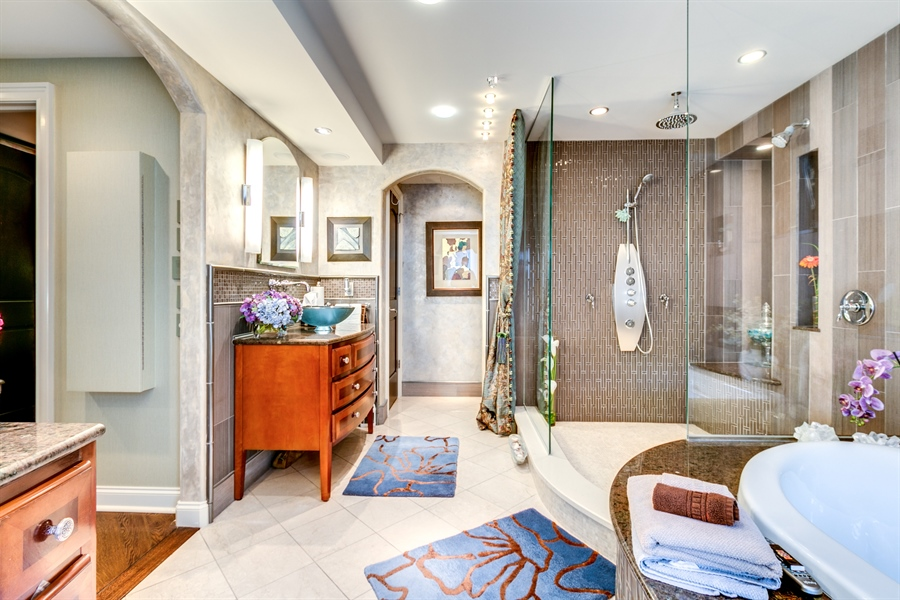 Real Estate Photography - 1702 N Park Drive #18, 18, Wilmington, DE, 19806 - Stunning Master Bath