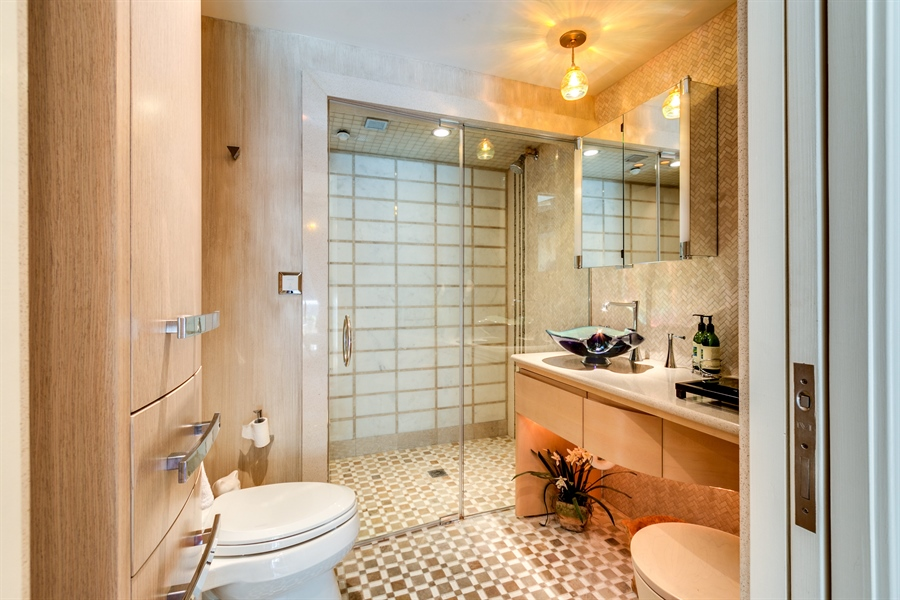 Real Estate Photography - 1702 N Park Drive #18, 18, Wilmington, DE, 19806 - Full Bath with Steam Shower
