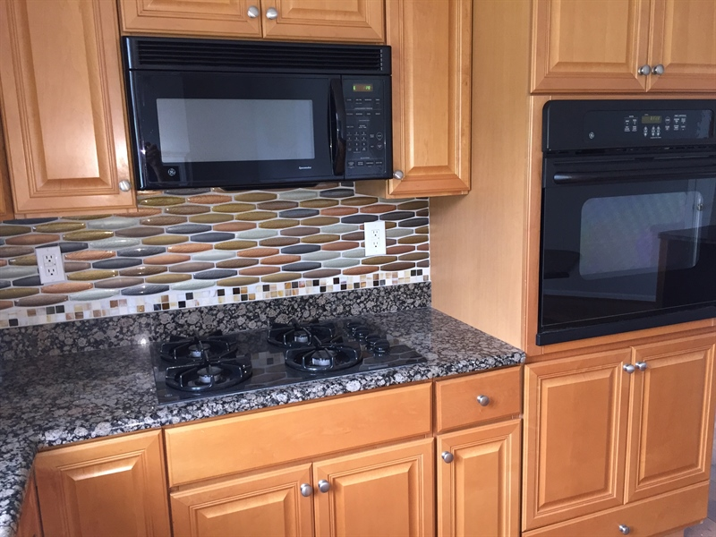 Real Estate Photography - 90 Mccormick Way, Lincoln Univeristy, DE, 19352-9052 - Granite Counters and Gas Cooking