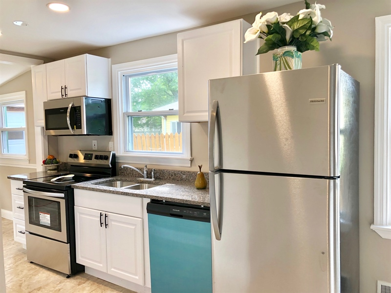 Real Estate Photography - 404 Burnside Blvd, Wilmington, DE, 19804 - New Stainless Steel Appliances