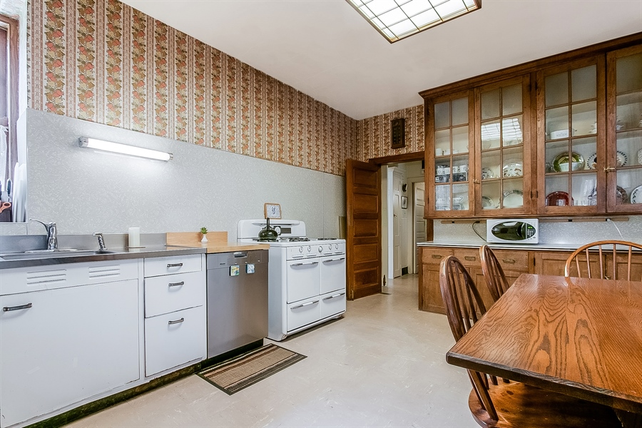 Real Estate Photography - 2000 Woodlawn Ave, Wilmington, DE, 19806 - Kitchen